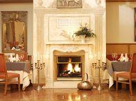 goldener l we. Black Bedroom Furniture Sets. Home Design Ideas